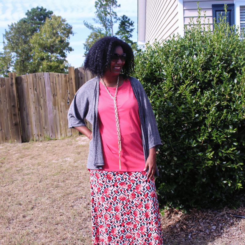 Fall Fashion Style for Female EntrepreneursWork From Home Fashion wearing the Lula Roe Perfect T, LulaRoe Maxi Skirt and LulaRoe Lindsay