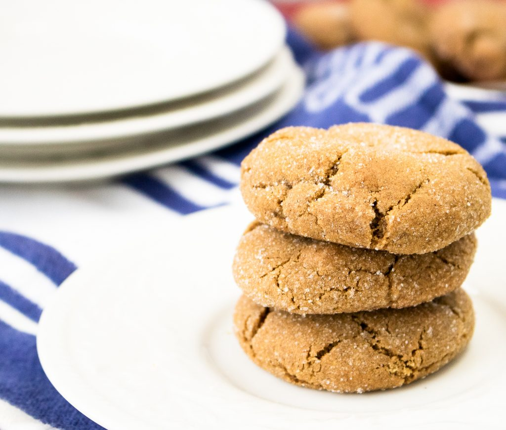 A gingersnap cookies recipe that is delicious and chewy! #SweetTreats #HousefulOfCookies