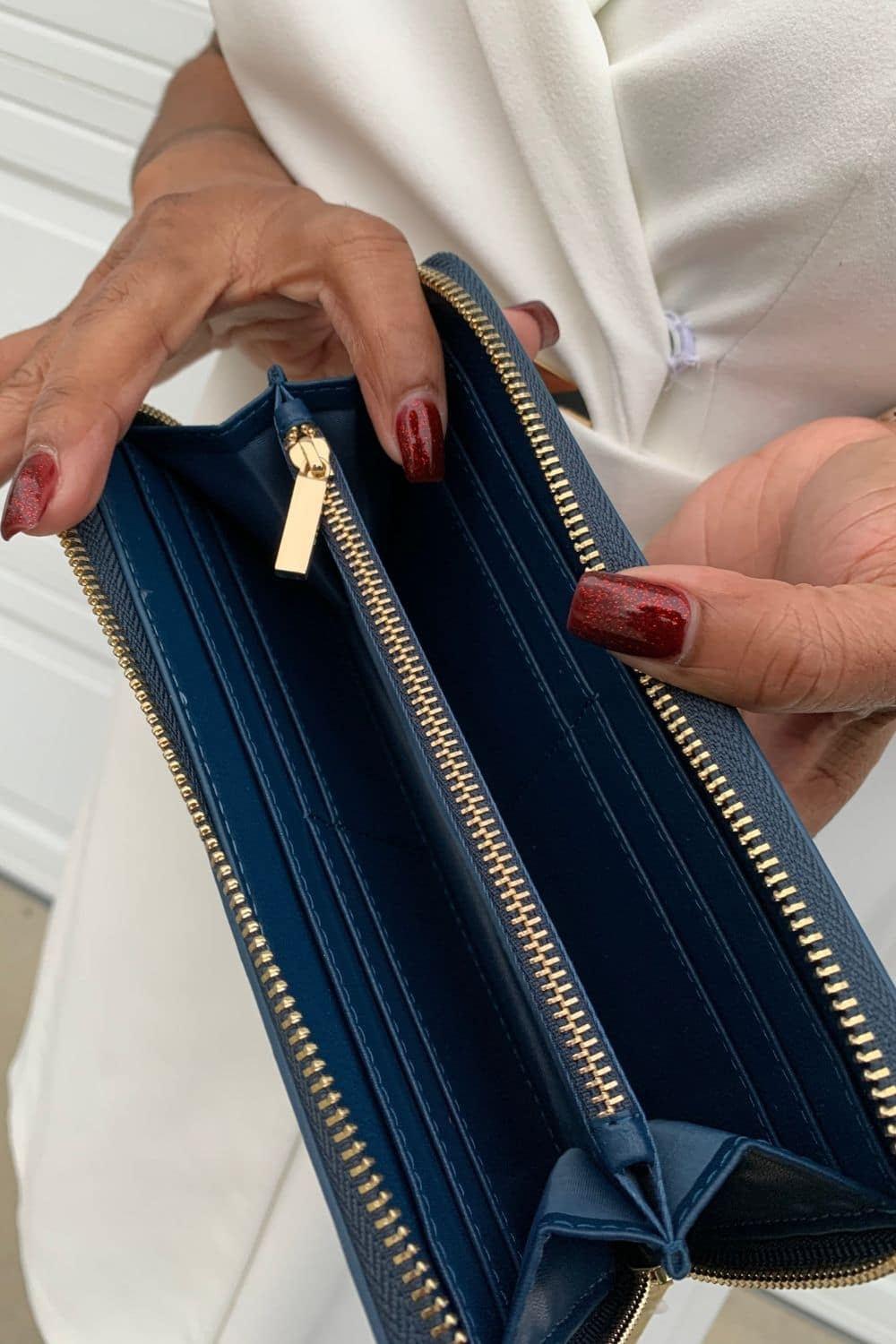 The Superhide wallet is highly-elastic and maintains its shape after compression or creasing #JORDPartner #JordHandbags #JORD